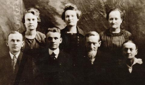 Samuel Thomas and Amanda (Moulder) Roork and five of their children.