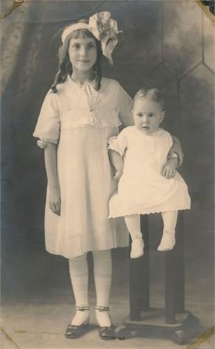 Ulna Ellen Rust and Zella Lena Rust about 1917.